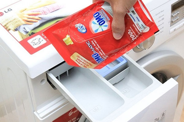 Có loại nước giặt áp dụng cho cả giặt tay và máy nhưng cũng có loại chỉ dùng riêng cho thiết bị nên bạn cần tìm hiểu kĩ khi mua