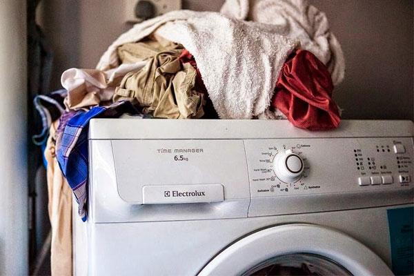 Việc nhấn nút Start nhưng quần áo thì chưa được bỏ vào lồng giặt là lỗi gặp phải ở rất nhiều người