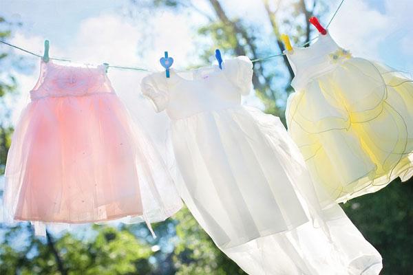 Gió cũng có thể làm khô quần áo cho bạn nhanh chóng thay vì cứ phơi tại nơi ánh nắng gay gắt