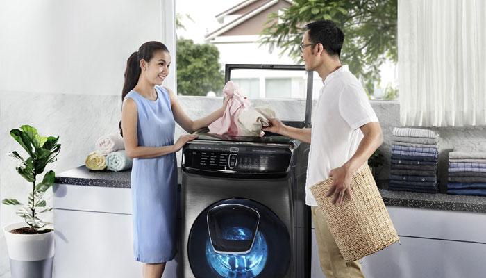 Lộn trái quần áo khi giặt sẽ giúp giữ được màu và độ bền