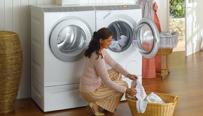 Dựa theo khối lượng máy giặt mà cho số lượng quần áo phù hợp