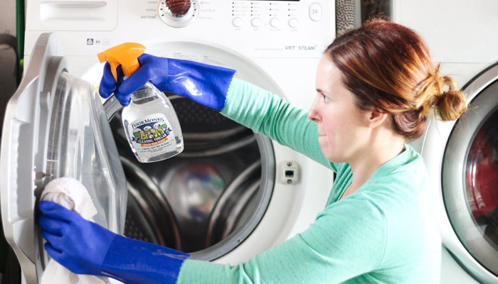 """Máy giặt đã hoạt động miệt mài cả năm trời và đây là lúc bạn nên """"tắm rửa"""" cho nó"""
