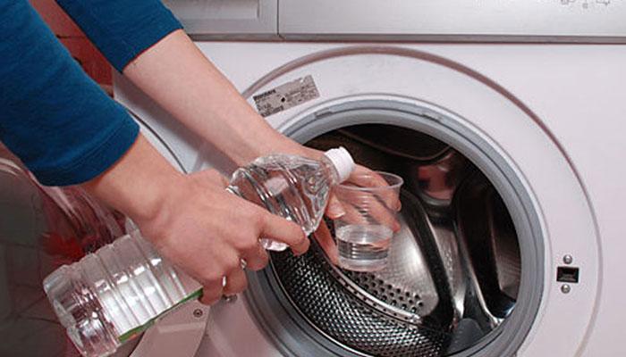 Giấm ăn và baking soda rất hữu hiệu trong việc làm sạch