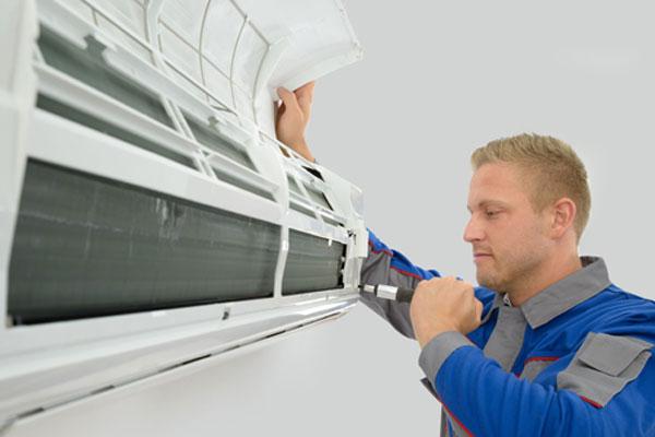 Liên hệ thợ sửa chuyên nghiệp nếu phát hiện vấn đề bên trong máy lạnh
