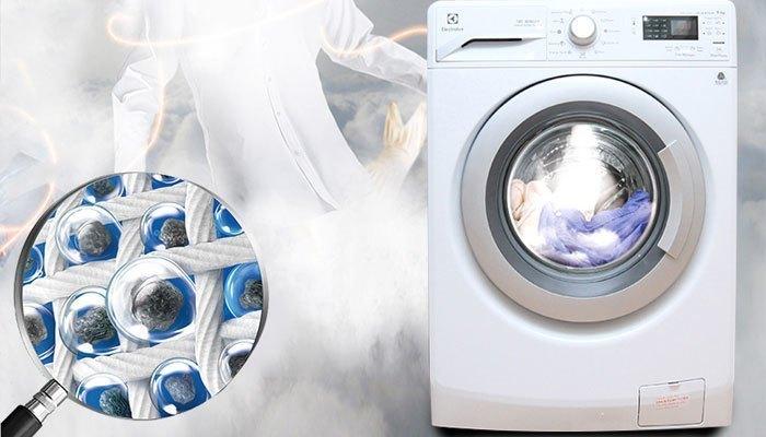 Không chỉ giặt nhanh, máy giặt còn giúp bạn làm mềm vải với tính năng phun hơi nước nữa đấy!