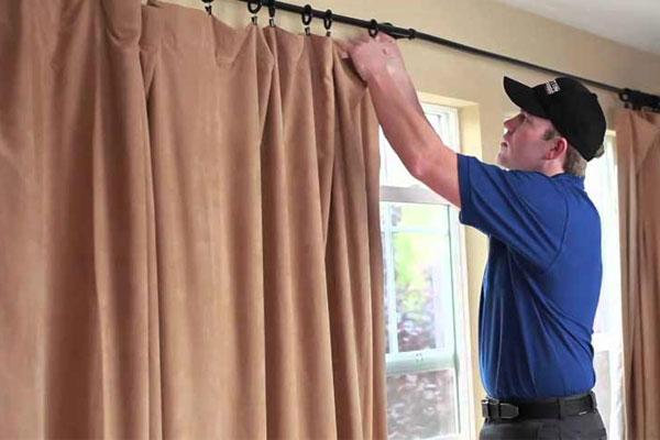 Xem xét kỹ mức độ bẩn của rèm cửa để chọn hỗn hợp nước ngâm phù hợp