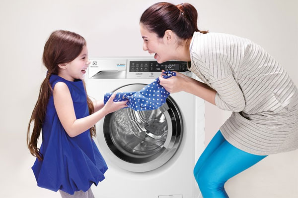 Không chỉ làm sạch quần áo hiệu quả mà tốc độ quay vắt cao còn giúp quần áo nhanh khô