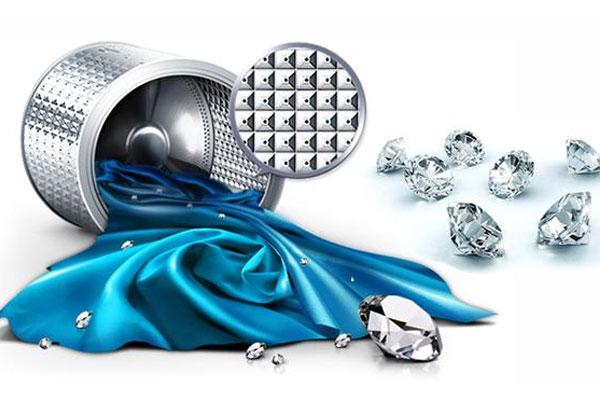 Lồng giặt kim cương độc đáo trên máy giặt giúp quần áo di chuyển nhẹ nhàng, tránh tình trạng sờn rách