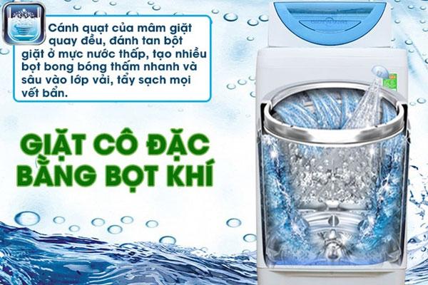 Các bà nội trợ không cần phải nhọc công chà vết bẩn trước khi cho vào máy giặt nhờ khả năng đánh tan bột giặt hiệu quả