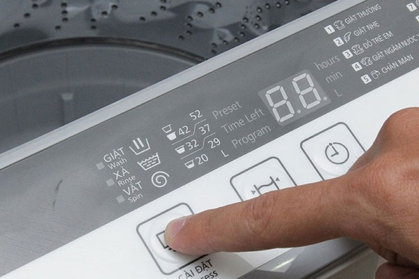 Máy giặt Panasonic NA-F70VB7HRV 7 kg sẽ tự bật lại chu trình giặt còn đang dang dở khi xảy ra mất điện