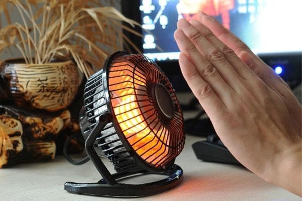 Bạn chỉ có thể sử dụng quạt sưởi vào mùa đông và phạm vi sưởi ấm khá hạn chế