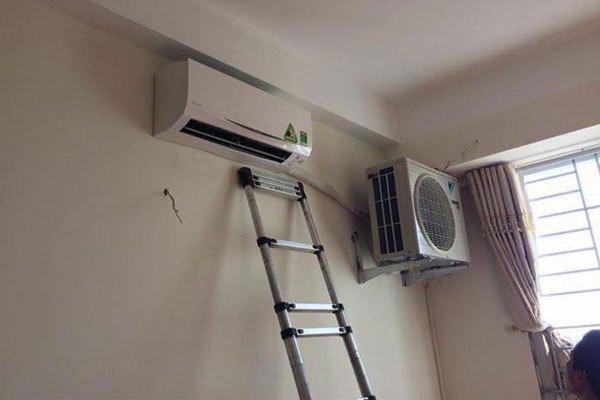 """Đặt dàn nóng làm """"hàng xóm"""" bên cạnh dàn lạnh của máy lạnh thế này liệu có ổn?"""