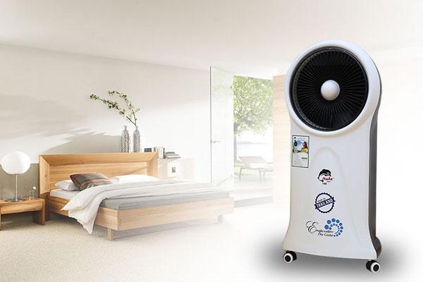 Quạt hơi nước sẽ giúp làn da bạn tránh bị khô khi phải ngồi lâu trong phòng máy lạnh