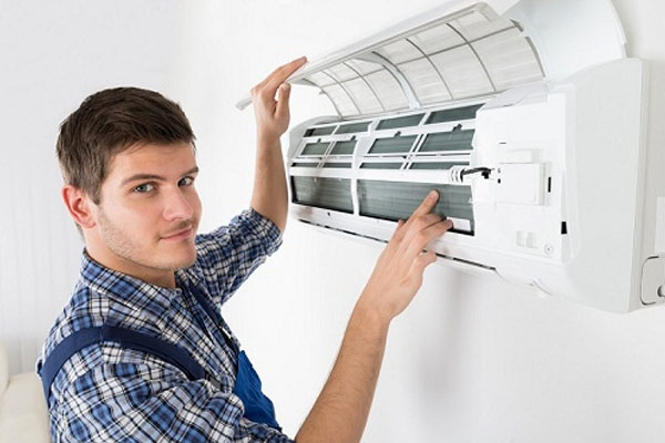 Máy lạnh cần được vệ sinh sạch sẽ mới mang lại không khí sạch khuẩn cho người dùng