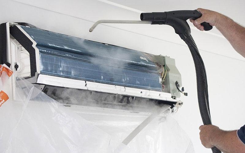 Vệ sinh thường xuyên sẽ giúp máy lạnh hoạt động tối ưu hơn