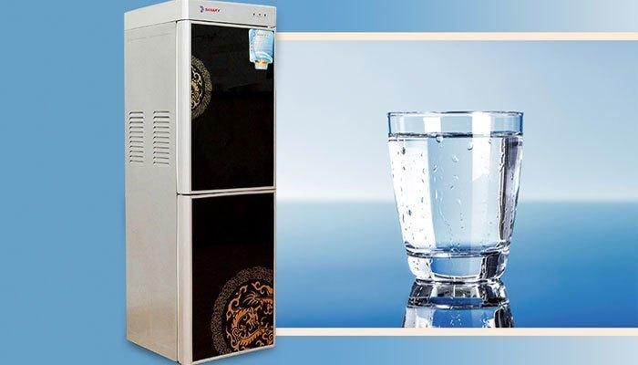 Bạn sẽ có ngay cốc nước mát lạnh nhanh chóng với máy nước nóng lạnh Sanaky VH 329HP1