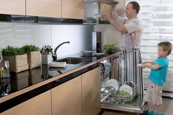 Nên đặt máy tại nơi thuận tiện trong sinh hoạt, dễ dàng vận chuyển chén đĩa hoặc cấp thoát nước dễ dàng