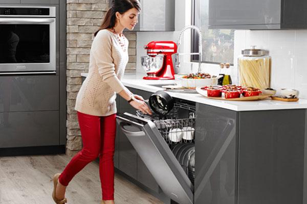 Máy rửa chén sở hữu nhiều tính năng hiện đại sẽ có giá thành khá cao