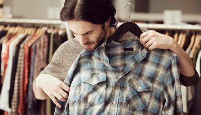 Đừng mặc ngay quần áo sau khi vừa dùng máy sấy quần áo