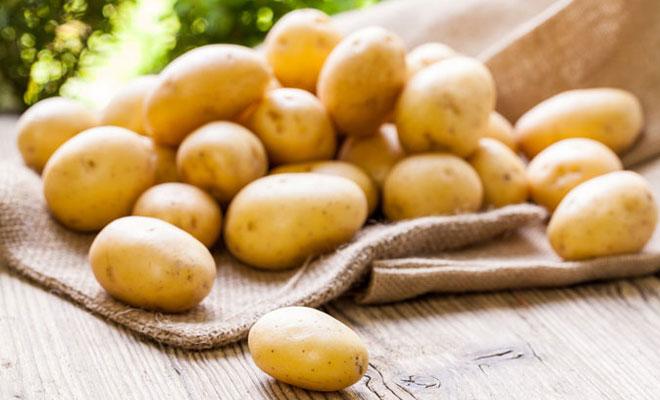 Khoai tây không chỉ để ăn, chúng còn có thể làm mờ vết mốc trên quần áo