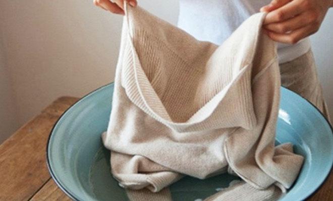 Lòng trắng trứng giúp nấm mốc xuất hiện trên chiếc áo da của bạn bị xóa sạch