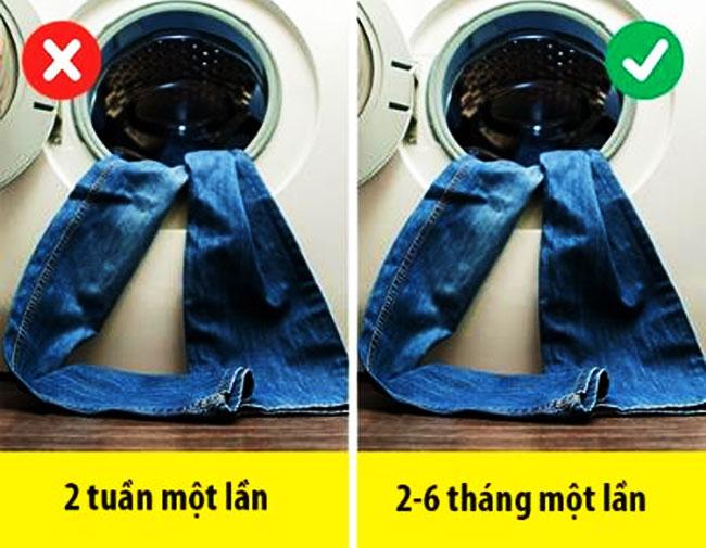 Không giặt quần jean thường xuyên để giữ màu lâu hơn