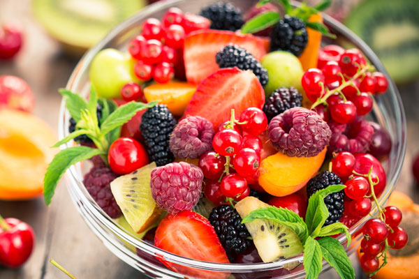 Ngăn rau quả trên tủ lạnh Hitachi ngăn khí lạnh thổi trực tiếp vào rau quả cho chúng luôn được bảo quản trong điều kiện tươi ngon