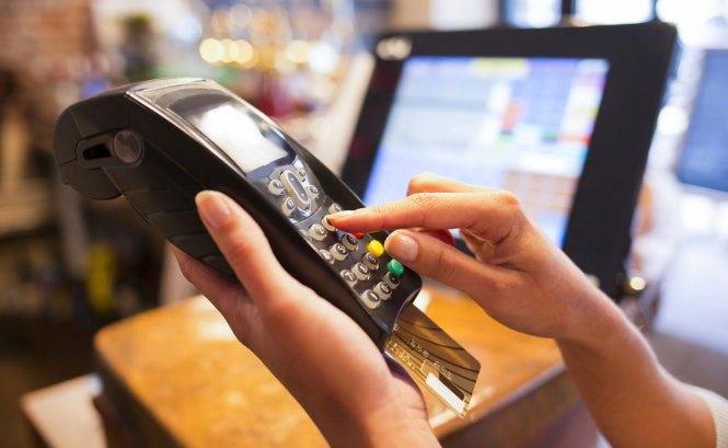 Mua sắm tiết kiệm hơn khi thanh toán bằng thẻ tín dụng ngân hàng tại Nguyễn Kim