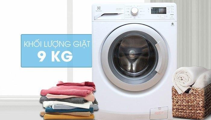 Chiếc máy giặt này ấn tượng với khối lượng giặt lớn cùng khả năng tiết kiệm năng lượng