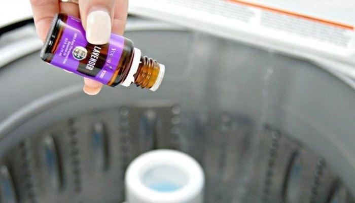Nhớ thêm vài giọt tinh dầu vào máy giặt để gối được thơm hơn nhé!