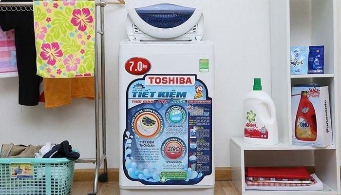 Máy giặt Toshiba không chỉ mang thiết kế hiện đại mà còn giặt sạch nhanh chóng