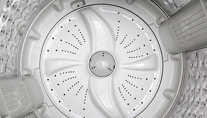 Mâm giặt hiện đại của máy giặt Sharp giúp quần áo giảm xoắn rối hiệu quả