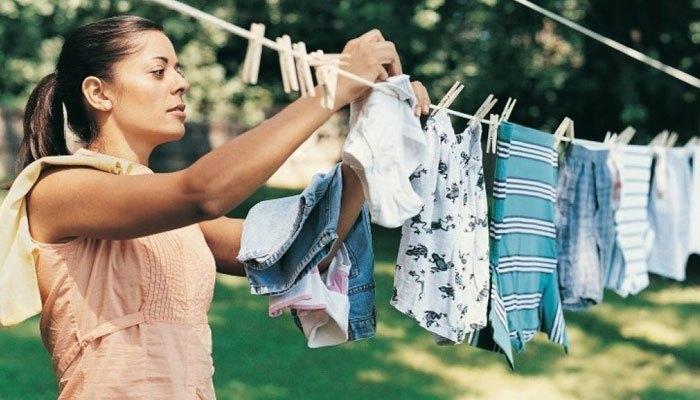 Bạn nên phơi quần áo ngay sau khi máy giặt xong