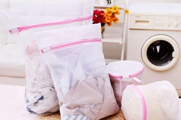 Lưới giặt là một vật hữu dụng cho quần áo khi giặt bằng máy giặt