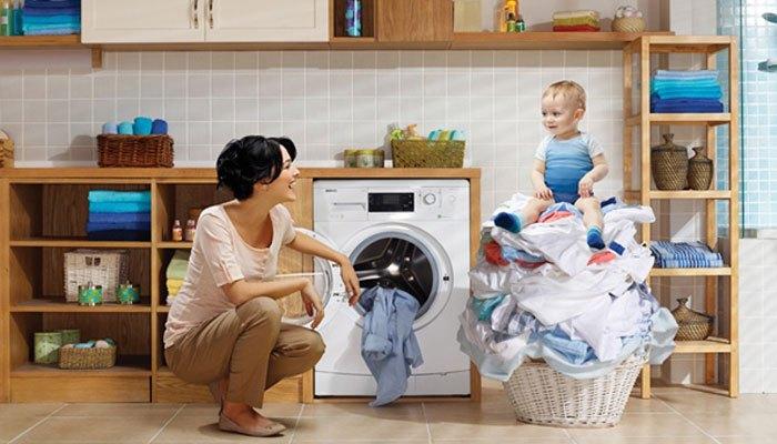 Giặt máy giặt chế độ nước nóng giúp quần áo mau khô