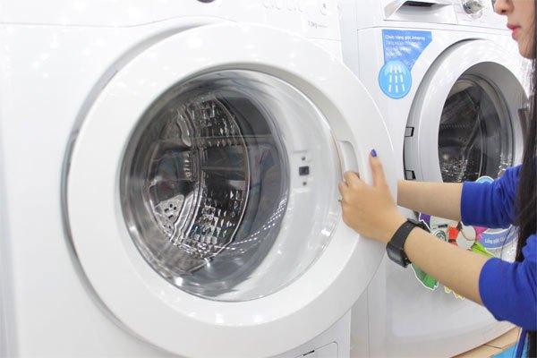 Kiểm tra tình trạng cửa máy giặt trước khi khởi động