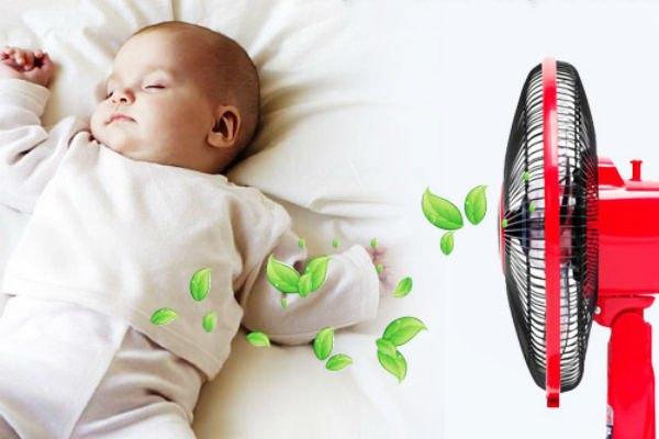 Quạt điện thổi bay các yếu tố có hại trong không khí