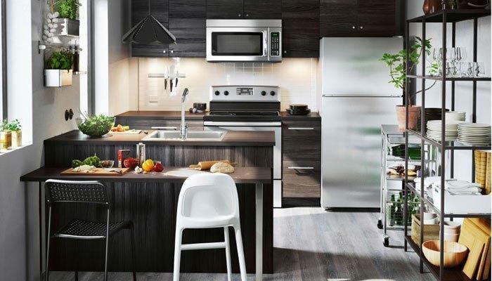 Lắp máy lạnh trong bếp sẽ gây ám mùi