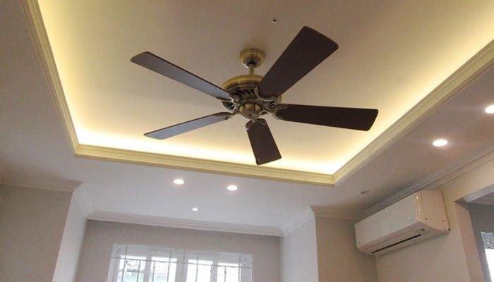 Dùng quạt điện với điều hòa để tiết kiệm điện