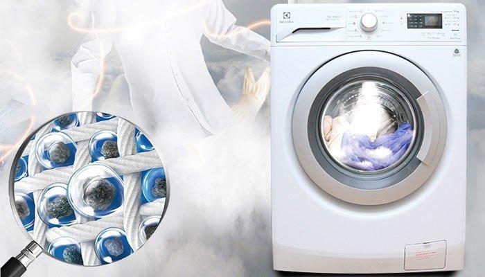 Máy giặt hơi nước Electrolux EWF12942 cũng được tích hợp tính năng giặt hơi nước