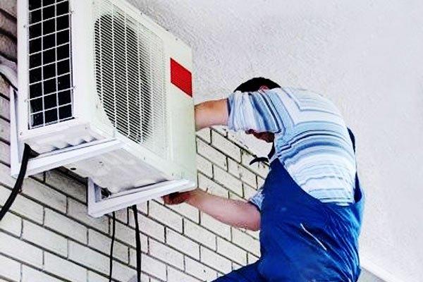 Gọi thợ đến để thay dàn nóng máy lạnh để giải quyết vấn đề này