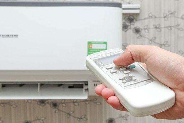Sau khi tắt bằng điều khiển, bạn cần ngắt Aptomat để máy lạnh tiết kiệm điện hơn