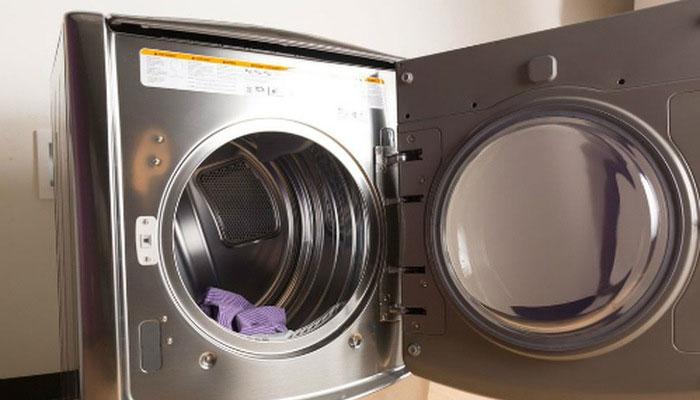 Vệ sinh máy sấy quần áo thường xuyên để nâng cao tuổi thọ thiết bị và an toàn cho gia đình bạn