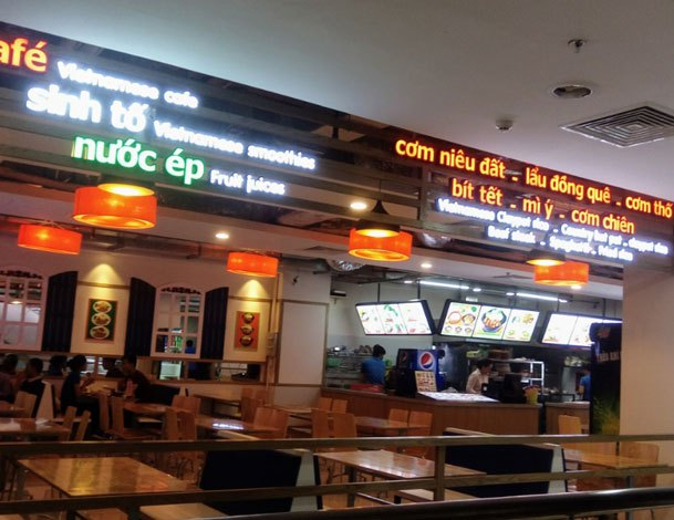 """Nguyen Kim Saigon Mallxứng danh là """"khu phố ẩm thực hiện đại dành cho giới trẻ"""" với những hàng quán món ăn bao trọn 3 tầng lầu"""