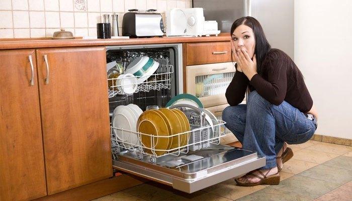 Sự thật là máy rửa chén sẽ rửa sạch hơn cả bằng tay