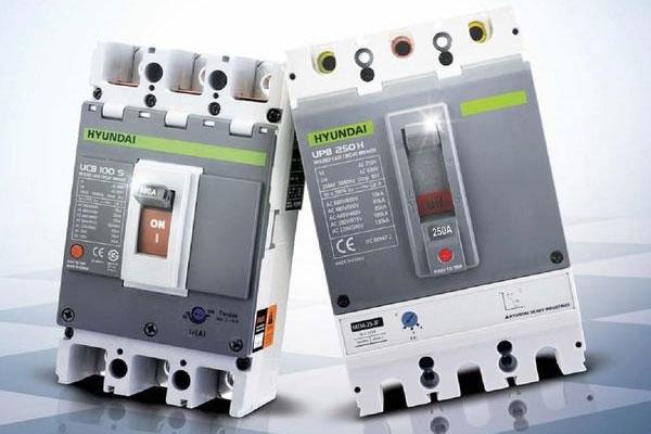 Máy lạnh có aptopmat riêng sẽ giúp tránh được tối ưu các vấn đề không mong muốn về điện năng