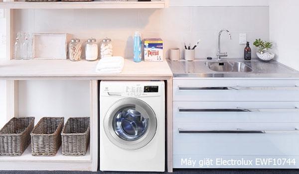 Chị em nội trợ sẽ không còn lo lắng chương trình giặt không phù hợp làm hư hỏng quần áo với máy giặt Electrolux
