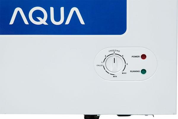 Bảng điều chỉnh nằm bên ngoài tạo thuận tiện khi thao tác tủ đông AQUA