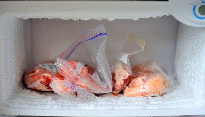 Rửa thịt trước khi cho vào tủ lạnh