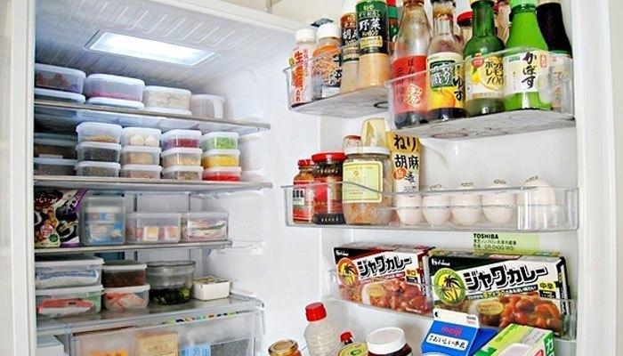 Sắp xếp thực phẩm trong tủ lạnh một cách ngăn nắp và hợp lý